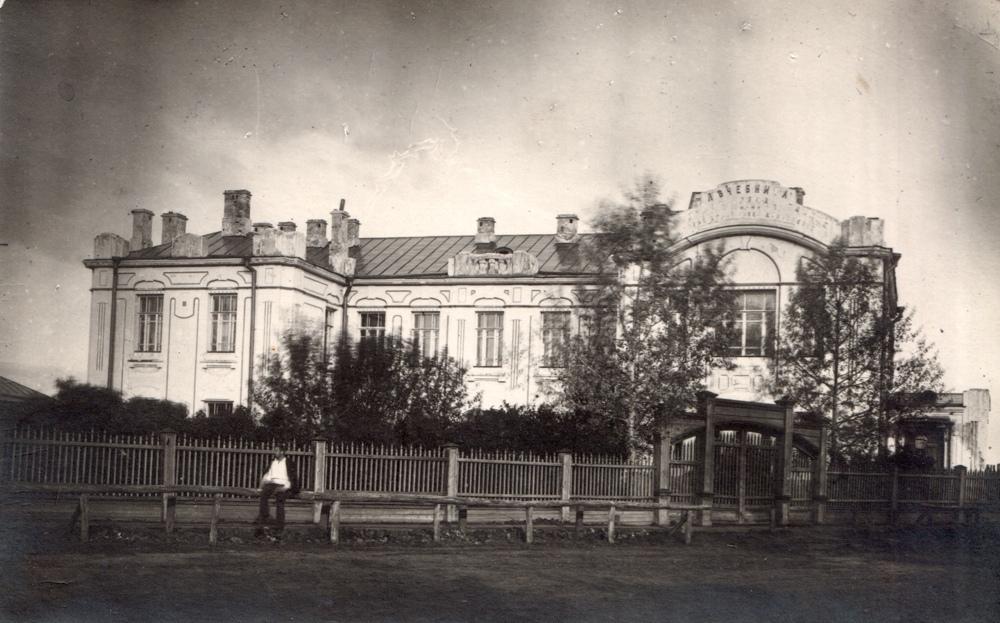 Ядринская глазная и хирургическая лечебница. В настоящее время здесь размещается Ядринский художественно-краеведческий музей.