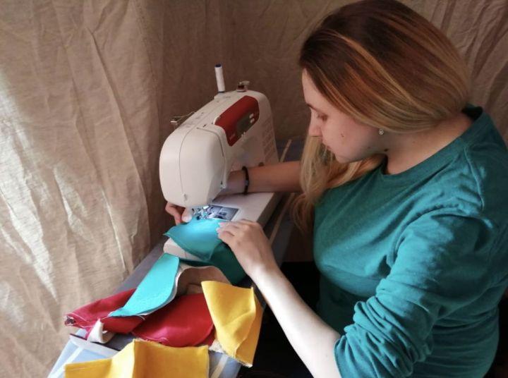Жительница Лениногорска шьет маски, чтобы поддержать городских инвалидов, изображение №1
