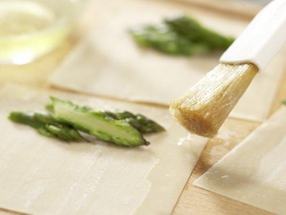 Легкий кокосовый суп со спаржевыми клецками, изображение №6