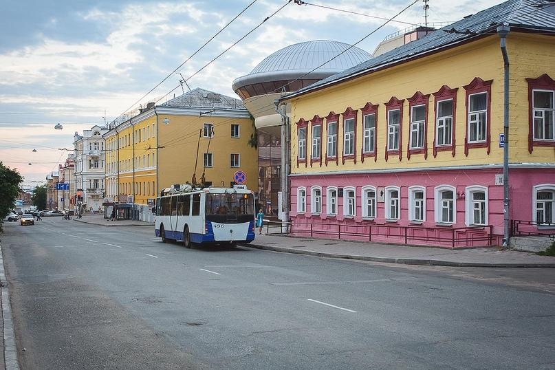 Дом, в котором жила семья Циолковских (Преображенская ул., д. 18) и Детский космический центр.